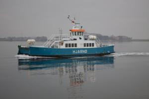 Hjarnøfærgen i roligt vand